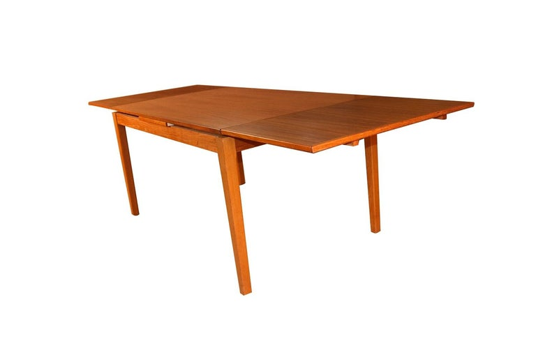 Midcentury Danish Teak Extendable Dining Table In Good Condition For Sale In Baltimore, MD