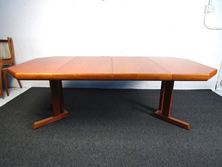 Mid-Century Danish Teak Dining Set with Four Chairs In Good Condition For Sale In Brooklyn, NY