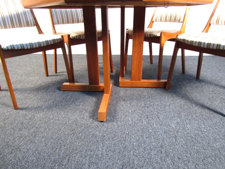 Mid-Century Danish Teak Dining Set with Four Chairs For Sale 1