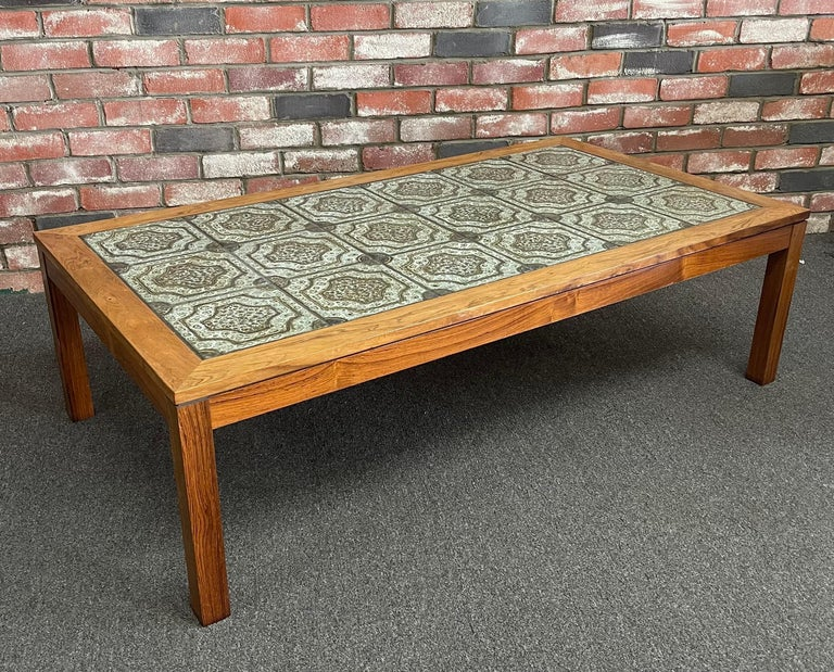 A very cool Mid-Century Modern Danish ceramic tile and rosewood coffee table by Findahls Møbelfabrik, circa 1960s. The piece is in very good vintage condition and would make a statement in any MCM living space. The table measures 53.25