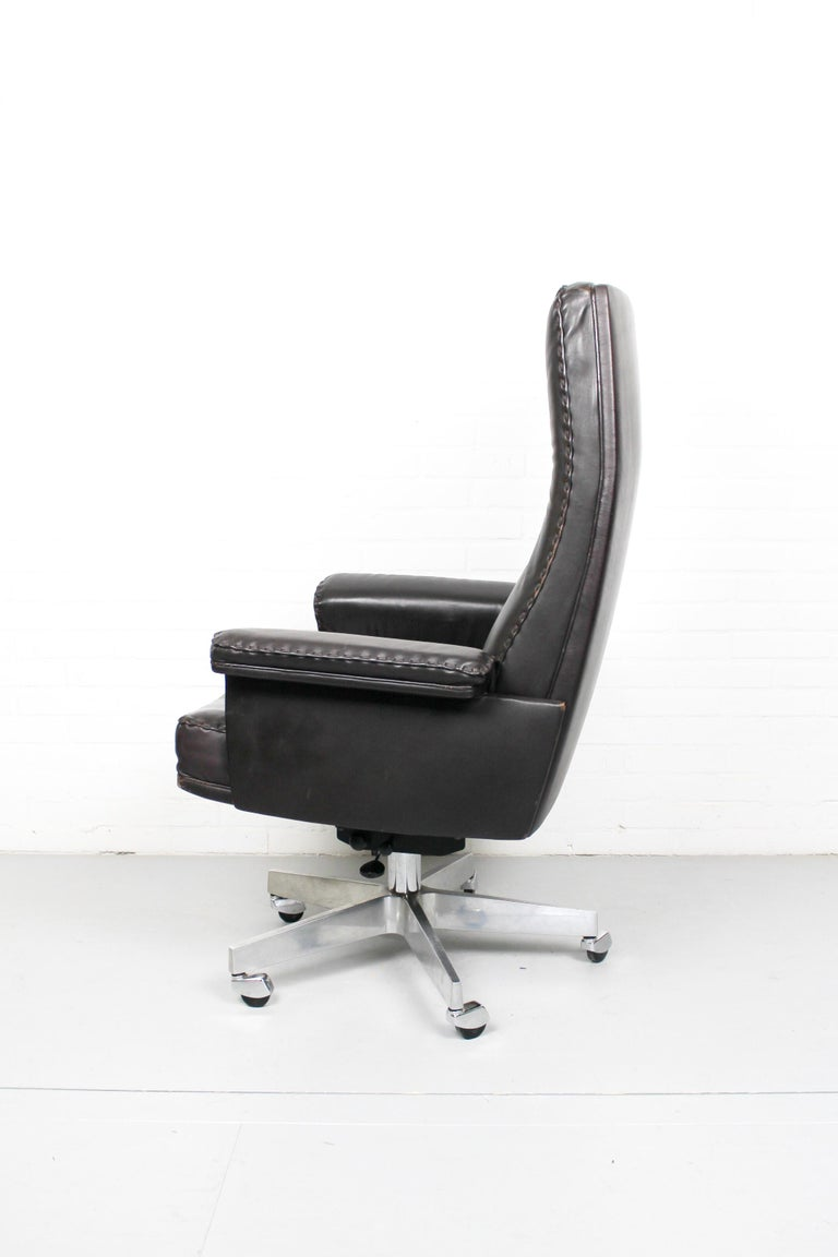 Midcentury De Sede DS 35 Executive Recliner or Swivel Office Chair, 1960s In Fair Condition For Sale In Appeltern, Gelderland