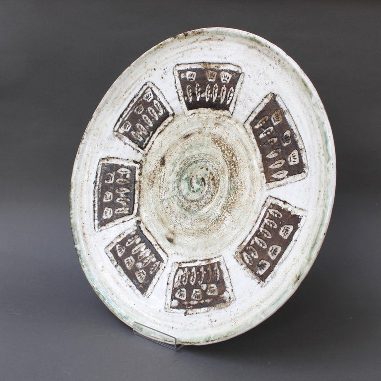 French Midcentury Decorative Platter with Flower Motif by Albert Thiry, circa 1960s For Sale