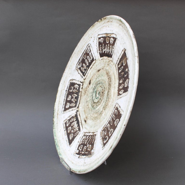 Midcentury Decorative Platter with Flower Motif by Albert Thiry, circa 1960s In Good Condition For Sale In London, GB
