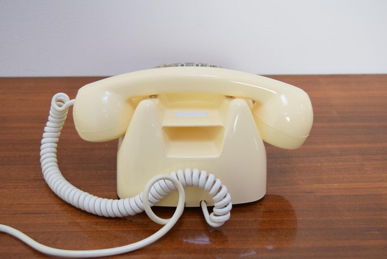 Mid-Century Design Telephone by Tesla, 1979 In Good Condition For Sale In Praha, CZ