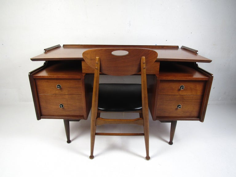 Mid-Century Modern Midcentury Desk and Chair by Hooker Furniture For Sale