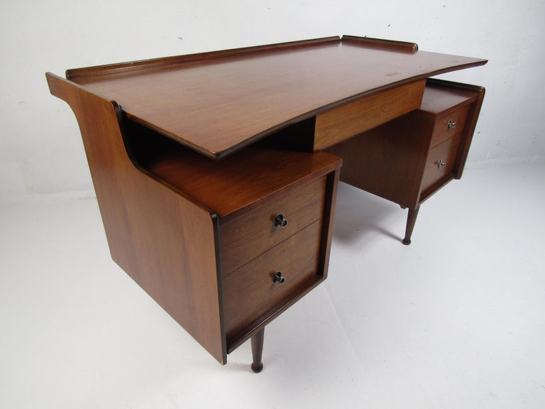 Midcentury Desk and Chair by Hooker Furniture In Good Condition For Sale In Brooklyn, NY