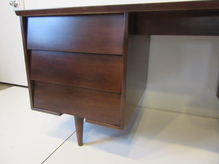 Midcentury Desk by Mengel Furniture In Good Condition For Sale In Cincinnati, OH