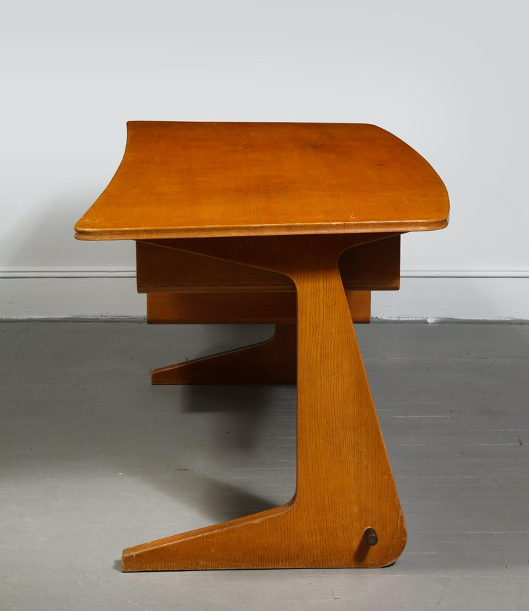 Mid-Century Desk in the Manner of Gio Ponti, Italy, circa 1950s For Sale 5
