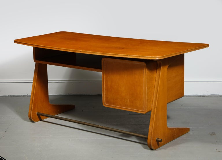 Mid-Century Desk in the Manner of Gio Ponti, Italy, circa 1950s For Sale 6