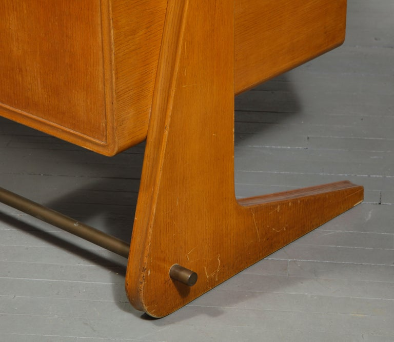 Mid-Century Desk in the Manner of Gio Ponti, Italy, circa 1950s For Sale 7