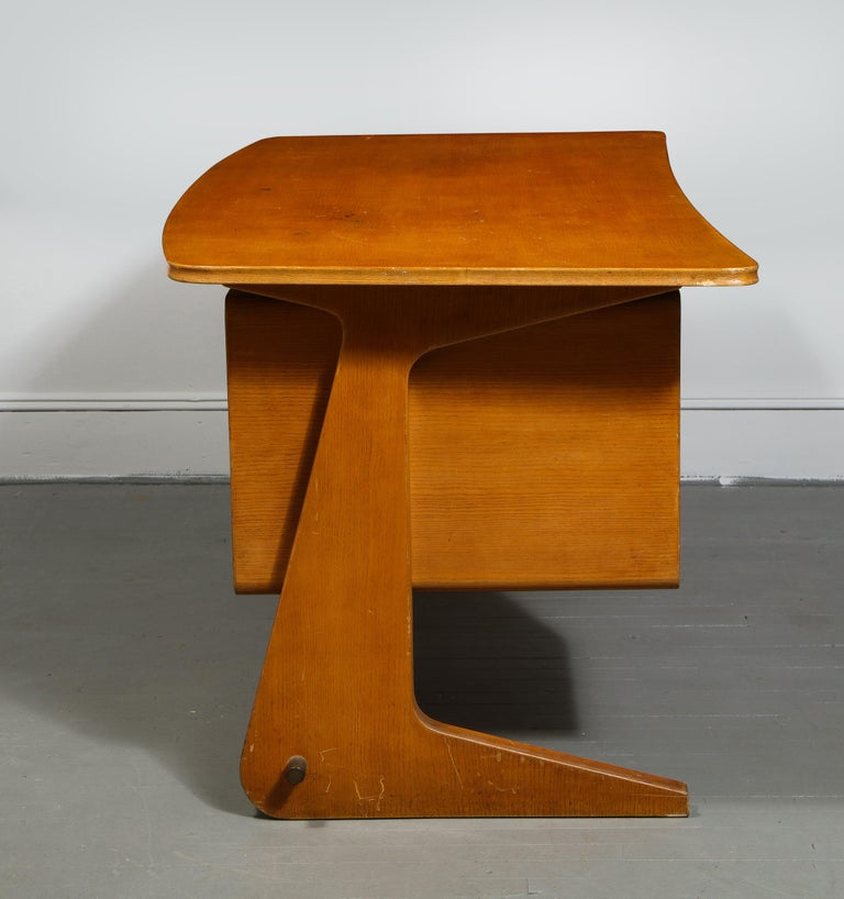 Mid-Century Desk in the Manner of Gio Ponti, Italy, circa 1950s For Sale 8