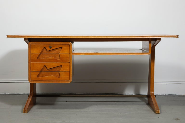 Mid-Century Modern Mid-Century Desk in the Manner of Gio Ponti, Italy, circa 1950s For Sale