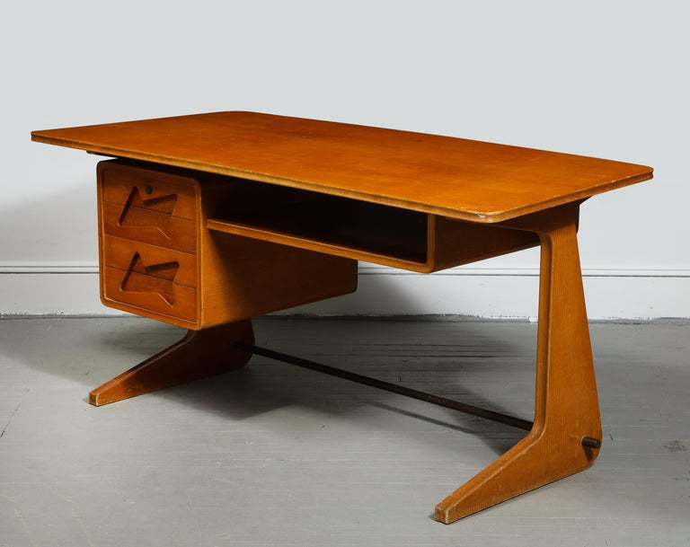 Mid-20th Century Mid-Century Desk in the Manner of Gio Ponti, Italy, circa 1950s For Sale