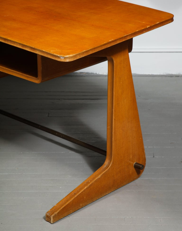 Metal Mid-Century Desk in the Manner of Gio Ponti, Italy, circa 1950s For Sale