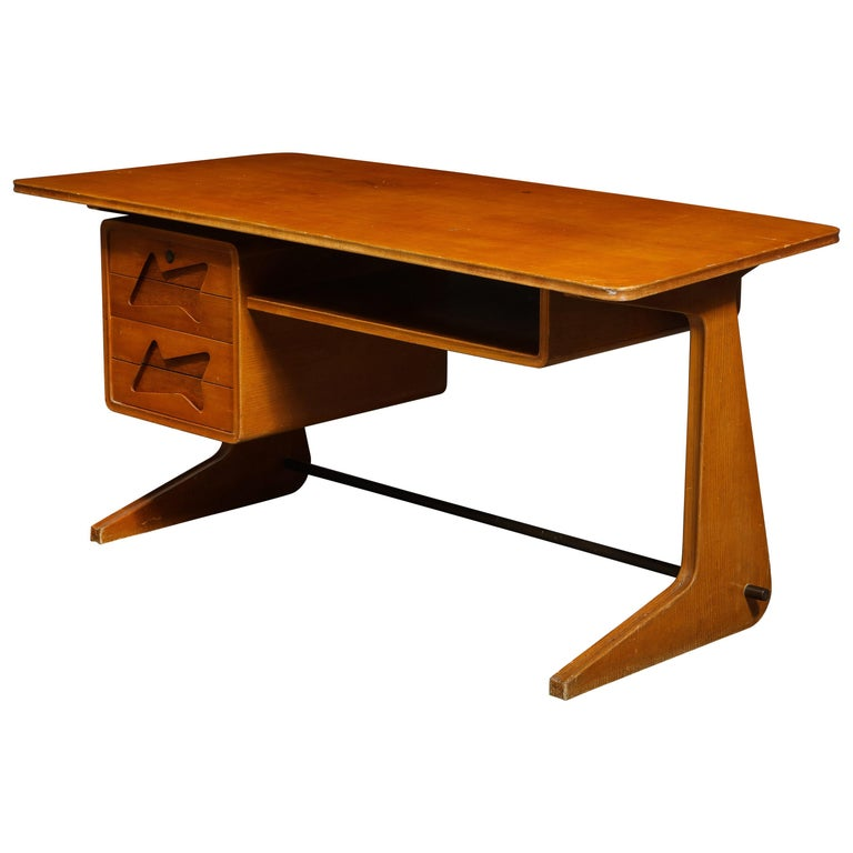 Mid-Century Desk in the Manner of Gio Ponti, Italy, circa 1950s For Sale