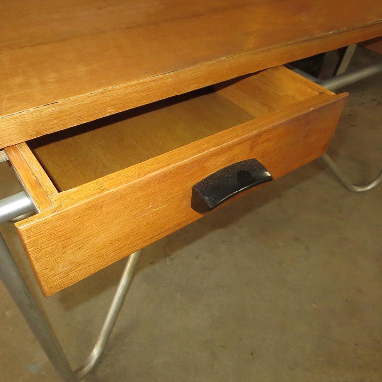 Lacquered Midcentury Desk with Tubular Base Design For Sale