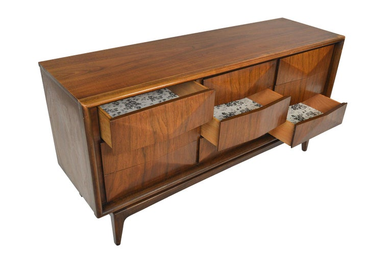 Midcentury Diamond Front Walnut Nine-Drawer Dresser In Fair Condition In Berkeley, CA