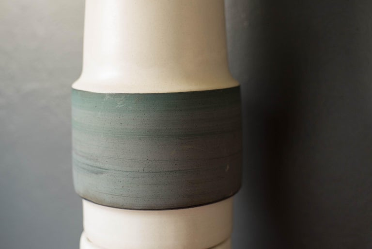 Mid Century Double Stacked Stoneware Pottery Lamp by Martz In Good Condition For Sale In San Jose, CA