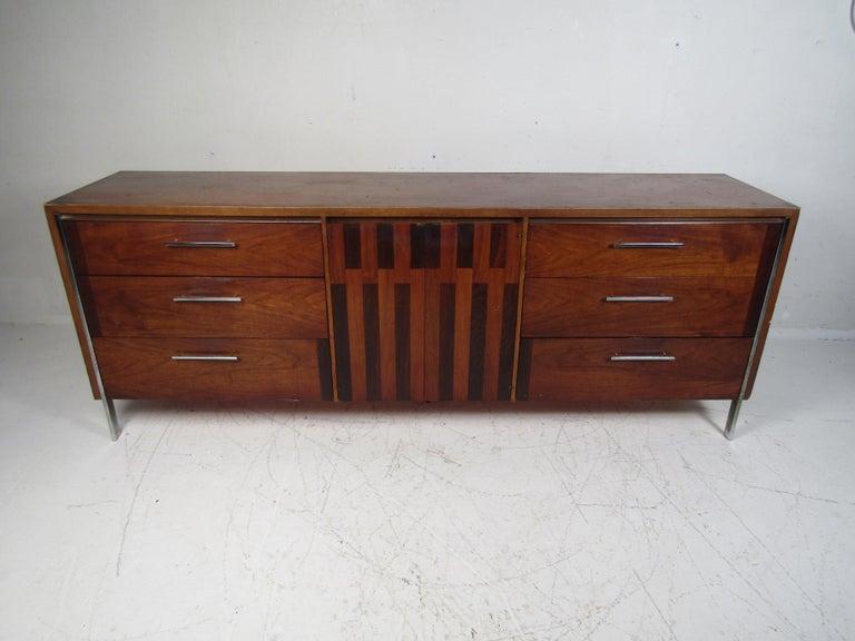 Mid-Century Modern Midcentury Dresser by Lane For Sale