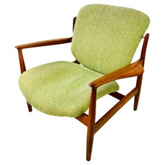 Midcentury Finn Juhl Lounge Chair Model FD 136 in Teak