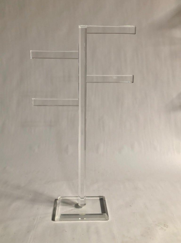 Midcentury Freestanding Lucite Rack In Excellent Condition For Sale In Chicago, IL