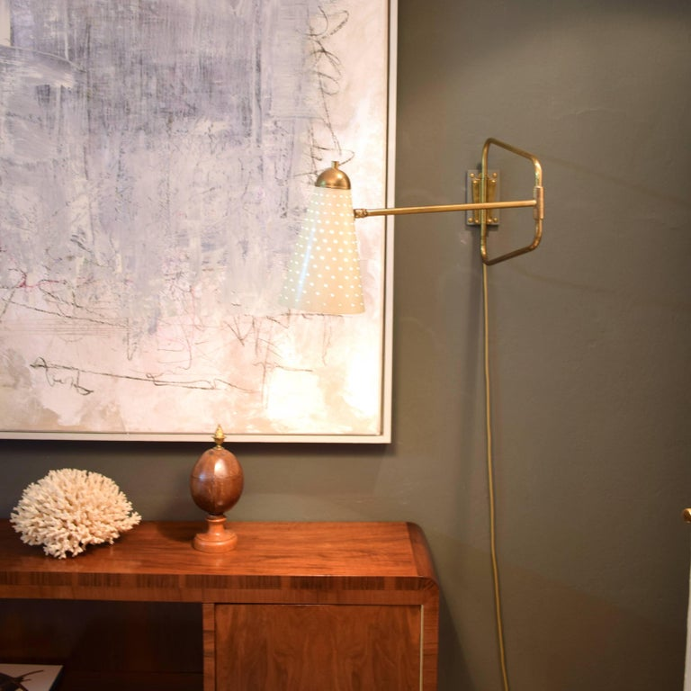 Mid-Century French Brass Swing Wall Light/Scone by Jacques Biny, 1950s In Excellent Condition For Sale In Berlin, DE