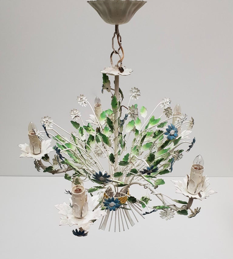 Midcentury French Painted Iron and Tole Chandelier with Flowers In Good Condition For Sale In Antwerp, BE