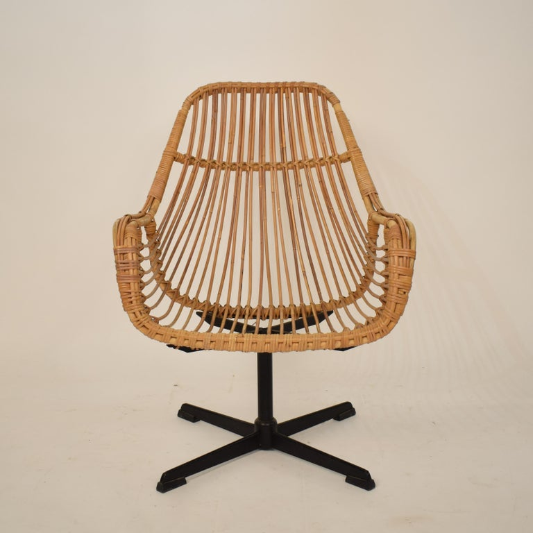 Mid-Century Modern Midcentury French Rotatable Rattan Armchair with Black Metal Base For Sale