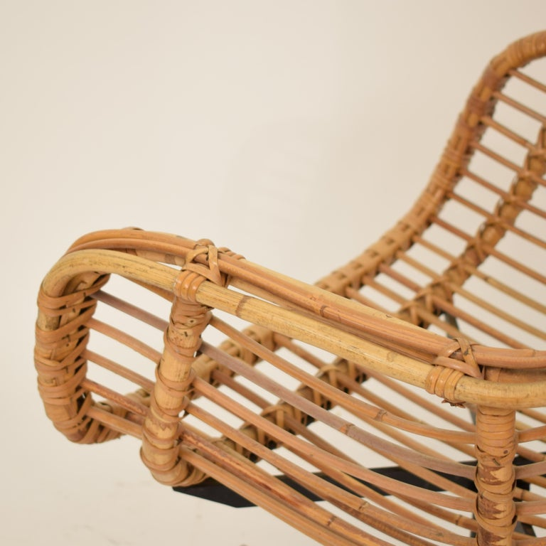 Late 20th Century Midcentury French Rotatable Rattan Armchair with Black Metal Base For Sale