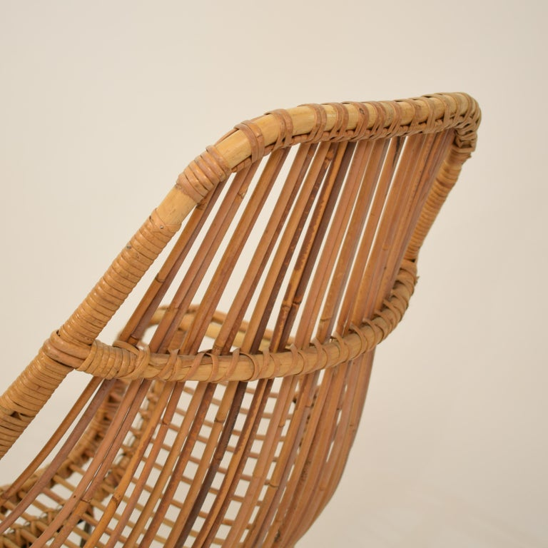 Midcentury French Rotatable Rattan Armchair with Black Metal Base For Sale 1
