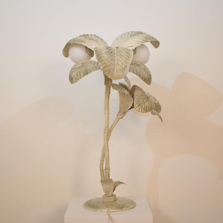 Midcentury French White / Gold Lacquered Metal Palm Floor / Table Lamp, 1970 For Sale 5