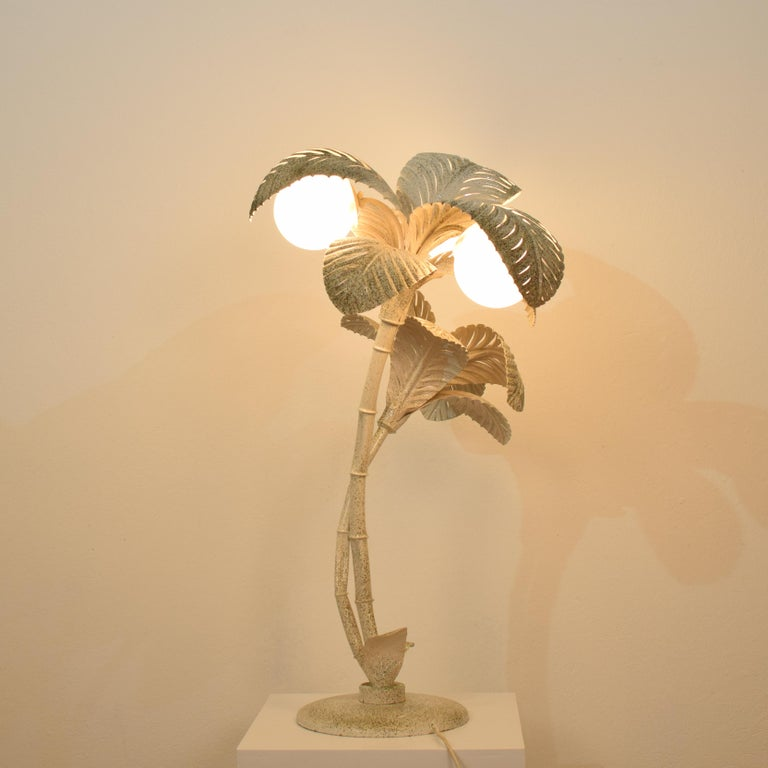 Mid-Century Modern Midcentury French White / Gold Lacquered Metal Palm Floor / Table Lamp, 1970 For Sale