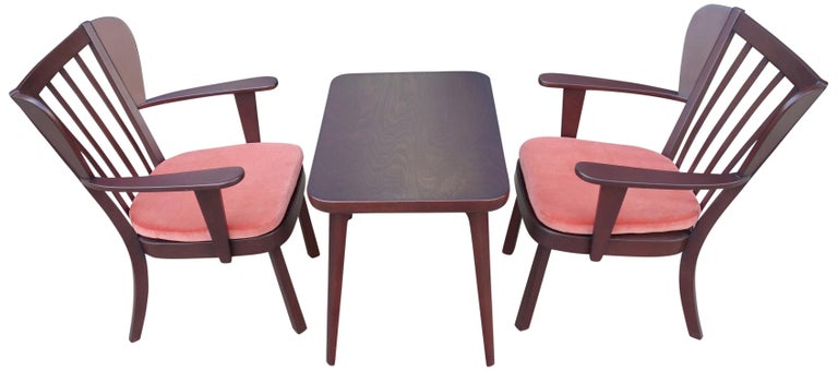Midcentury Fritz Hansen Side Chairs and Side Table In Good Condition For Sale In BROOKLYN, NY