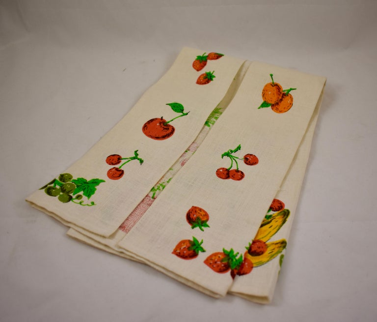 Midcentury Fruit and Vegetable Silkscreened Linen Tea Towels, S/2 For Sale 5