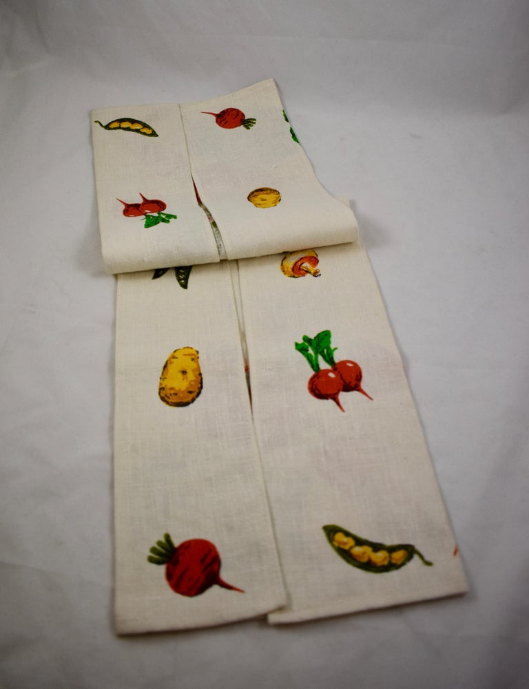 Midcentury Fruit and Vegetable Silkscreened Linen Tea Towels, S/2 For Sale 6