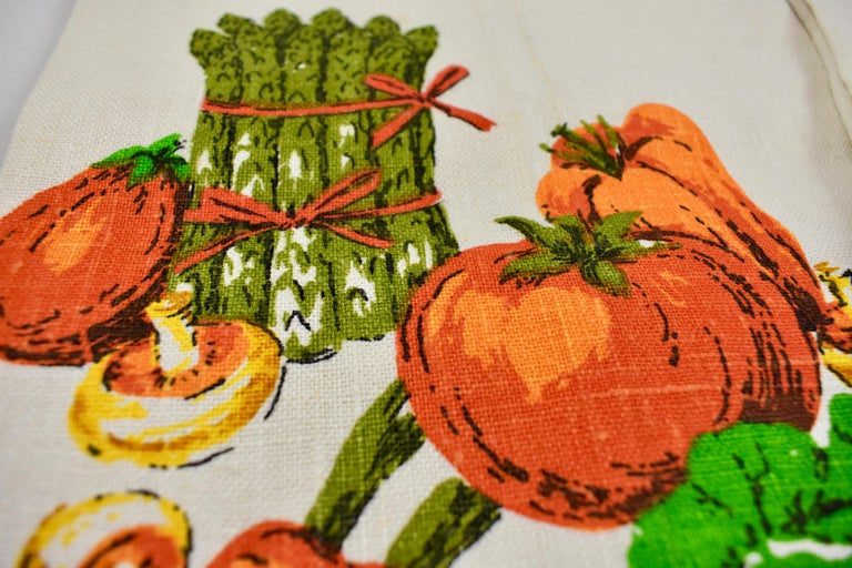 Midcentury Fruit and Vegetable Silkscreened Linen Tea Towels, S/2 In Excellent Condition For Sale In Philadelphia, PA