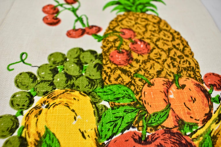 20th Century Midcentury Fruit and Vegetable Silkscreened Linen Tea Towels, S/2 For Sale