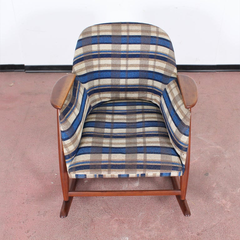 Midcentury G. Frattini Wooden Rocking Chair Tartan Fabric, Italy, 1960s For Sale 4
