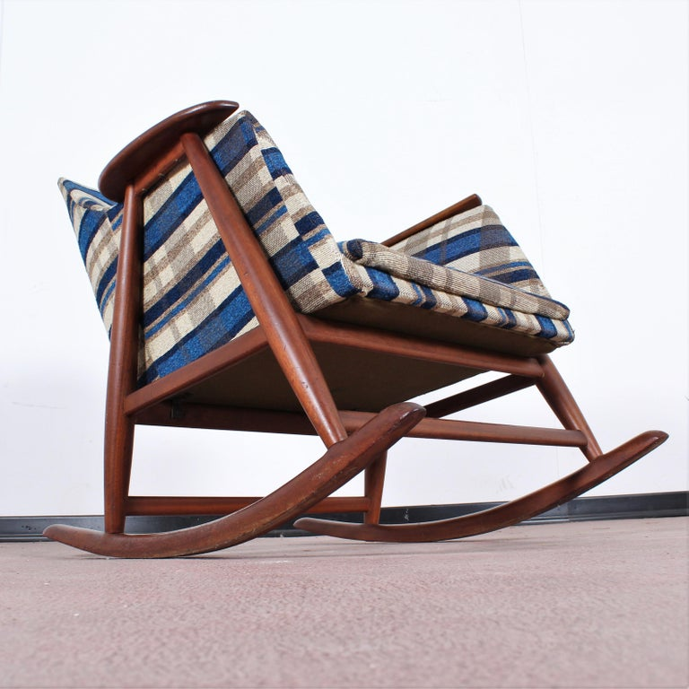 Midcentury G. Frattini Wooden Rocking Chair Tartan Fabric, Italy, 1960s For Sale 6
