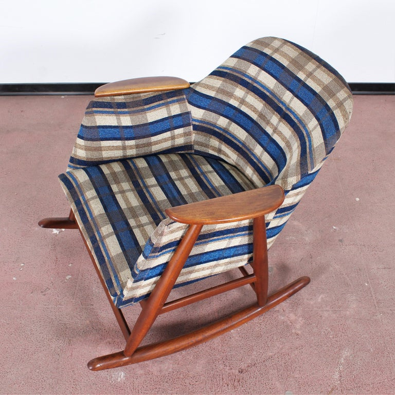 Midcentury G. Frattini Wooden Rocking Chair Tartan Fabric, Italy, 1960s For Sale 7