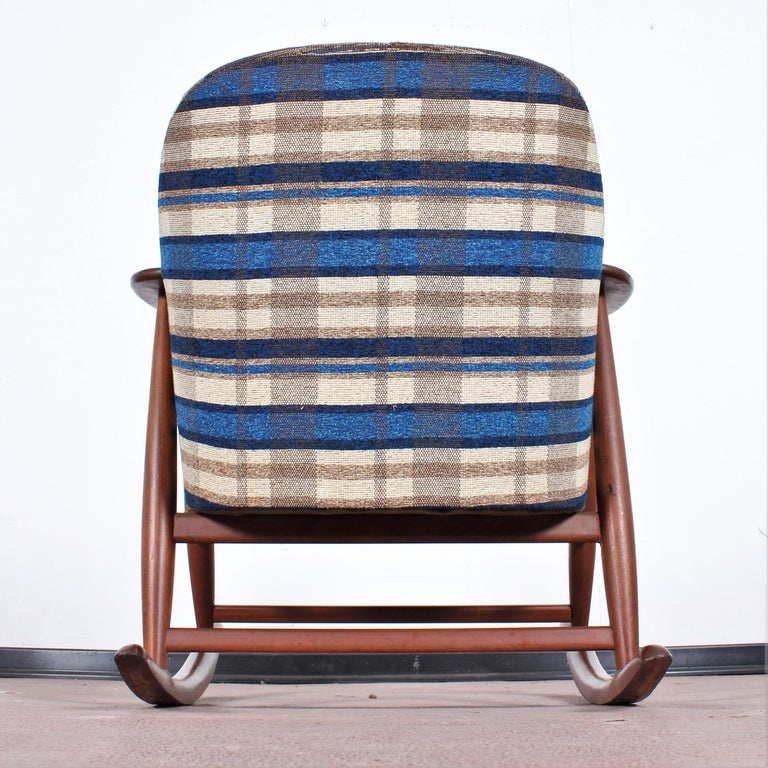 Midcentury G. Frattini Wooden Rocking Chair Tartan Fabric, Italy, 1960s For Sale 10