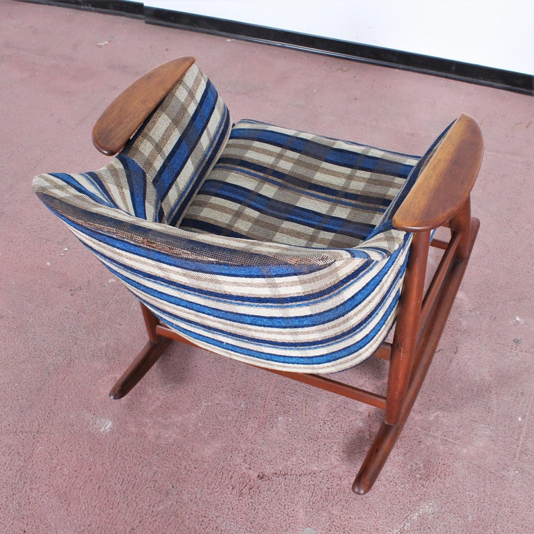 Midcentury G. Frattini Wooden Rocking Chair Tartan Fabric, Italy, 1960s For Sale 11