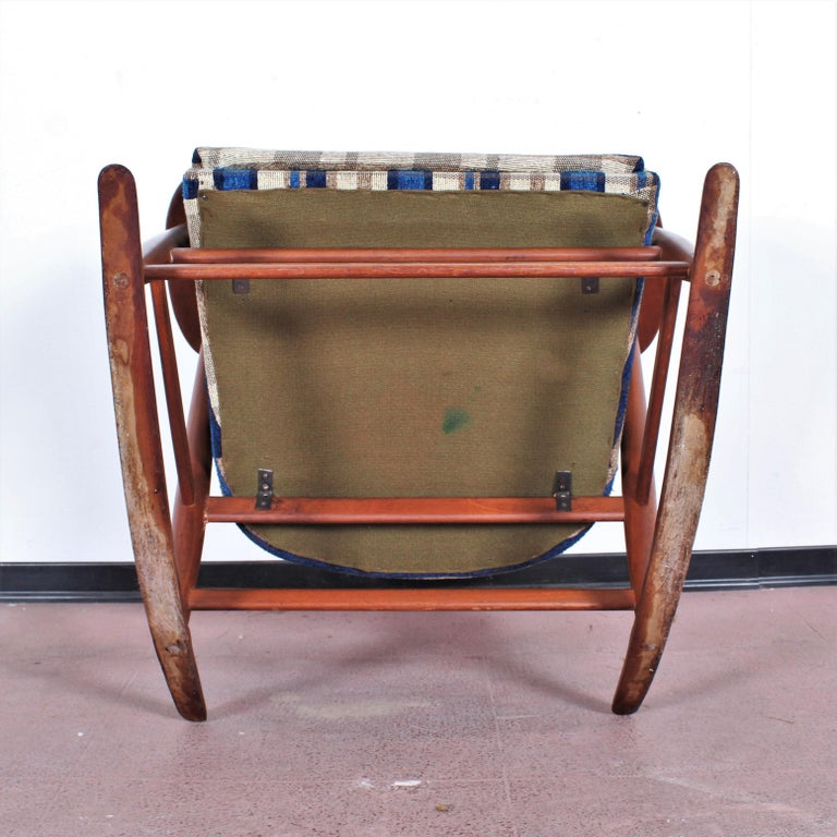 Midcentury G. Frattini Wooden Rocking Chair Tartan Fabric, Italy, 1960s For Sale 12