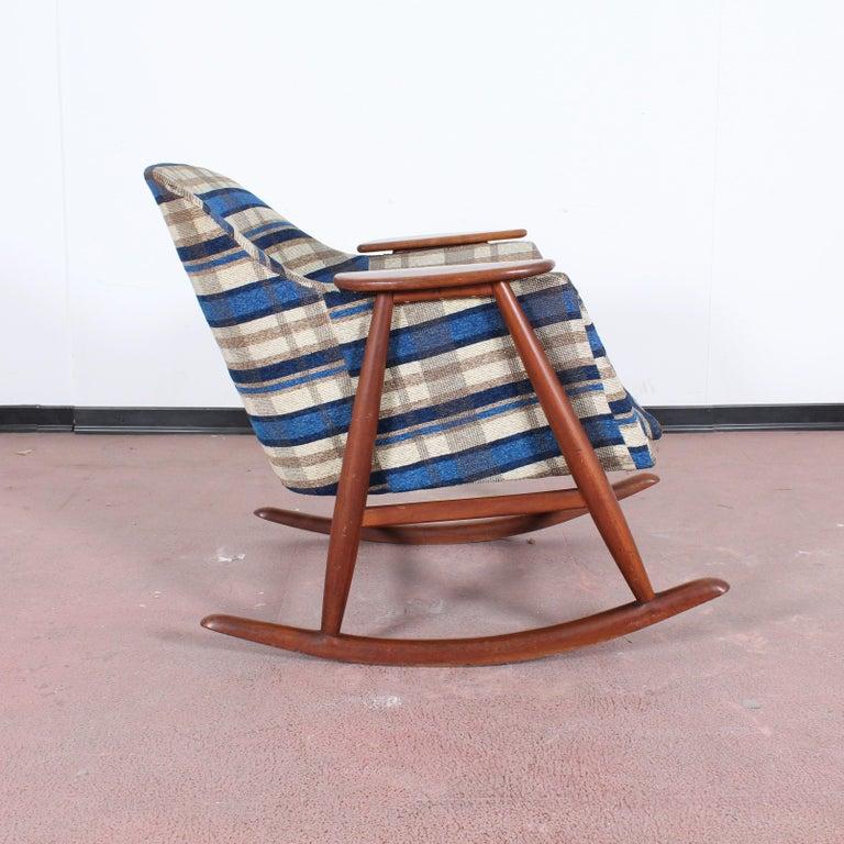 Italian Midcentury G. Frattini Wooden Rocking Chair Tartan Fabric, Italy, 1960s For Sale
