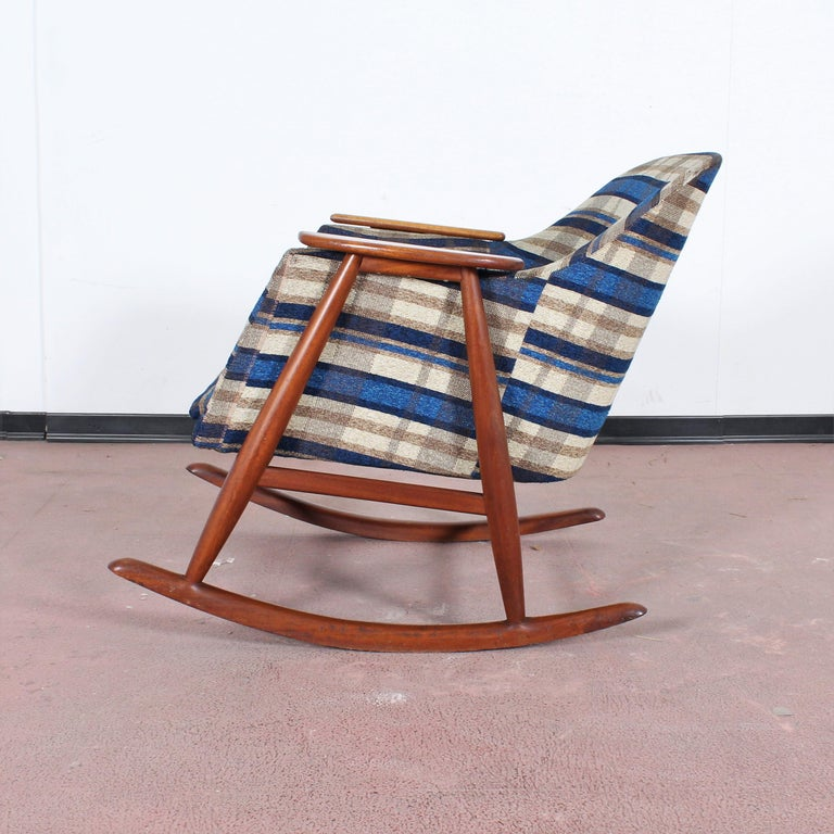Midcentury G. Frattini Wooden Rocking Chair Tartan Fabric, Italy, 1960s For Sale 2