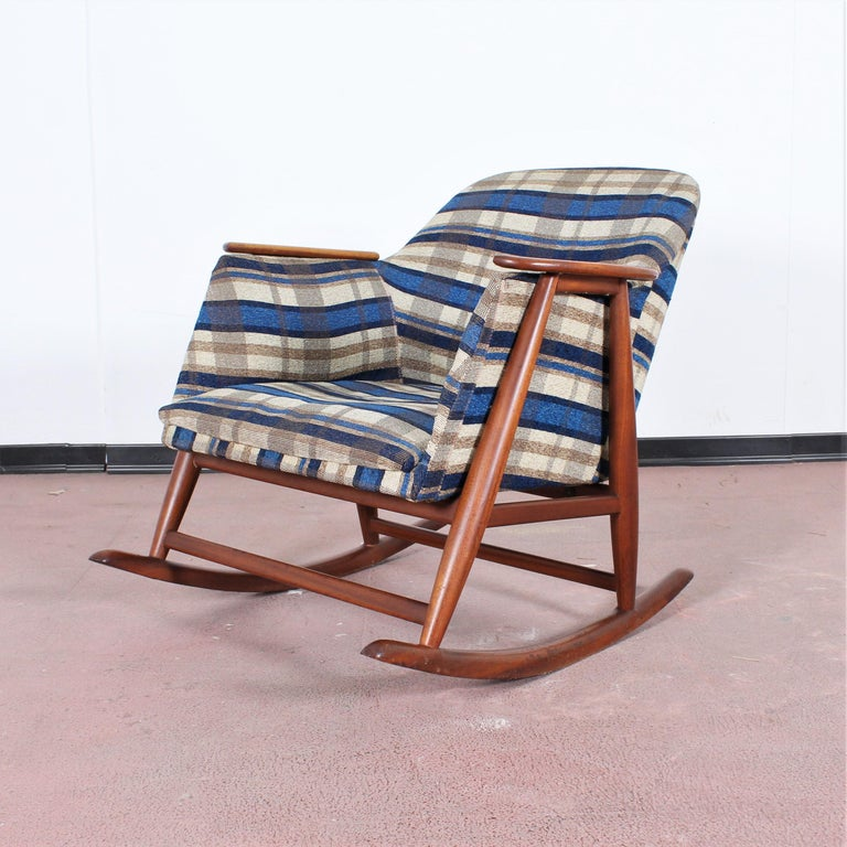Midcentury G. Frattini Wooden Rocking Chair Tartan Fabric, Italy, 1960s For Sale 3