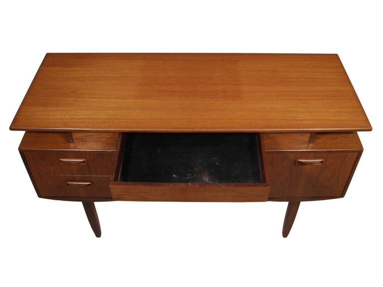 20th Century Midcentury G Plan Fresco Teak Desk / Vanity For Sale