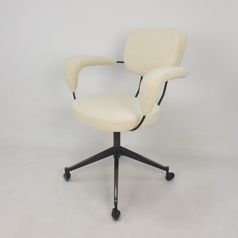Beautiful Gastone Rinaldi armchair or desk chair for RIMA, Italy 1960s.  With this swivel armchair the Italian design master shows his honest aestheticism.  With its slender metal frame and leather seating, armrests and backrests Rinaldi created