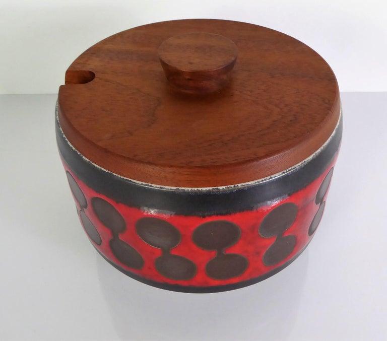 Midcentury German Modern Ceramic Soup Tureen 1970s Attrib Carstens Tönnieshof In Good Condition For Sale In Miami, FL