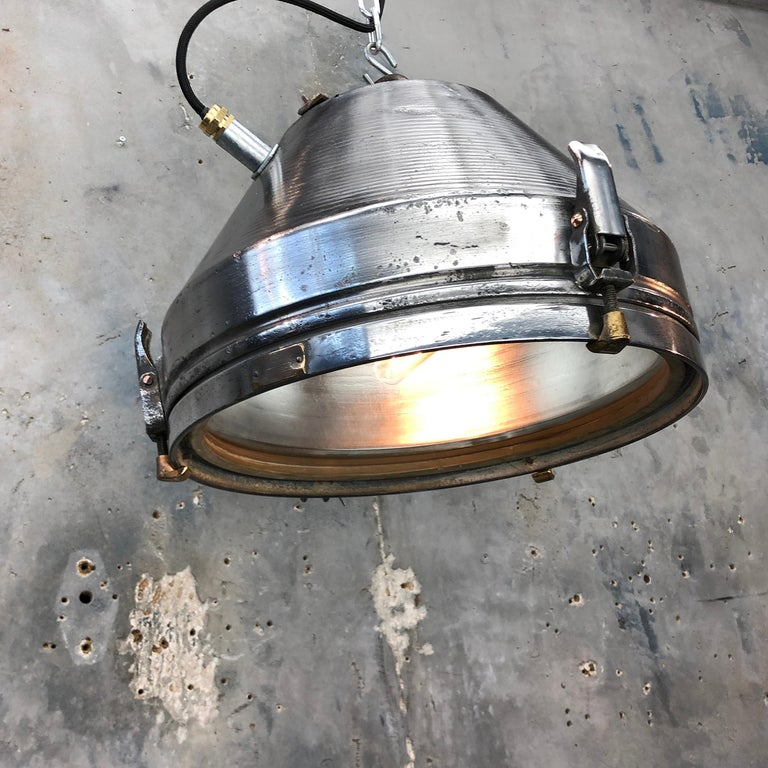 Midcentury German VEB Industrial Iron and Aluminium Pendant with Edison Bulb For Sale 4